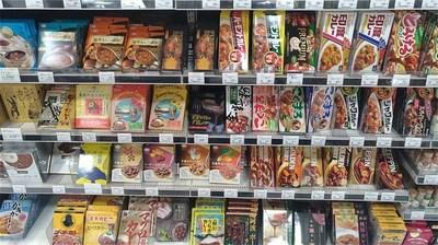 スーパーマーケットのカレーコーナー